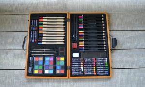 Valuecom, AB Wooden Case Colouring Set