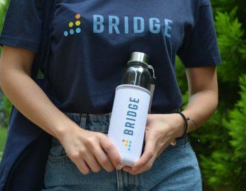 Instructure BridgeCon Γυάλινο Μπουκάλι Νερού με Θήκη Νεοπρέν