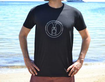 Ε.Κ.Π.Α., μαύρη μπλούζα